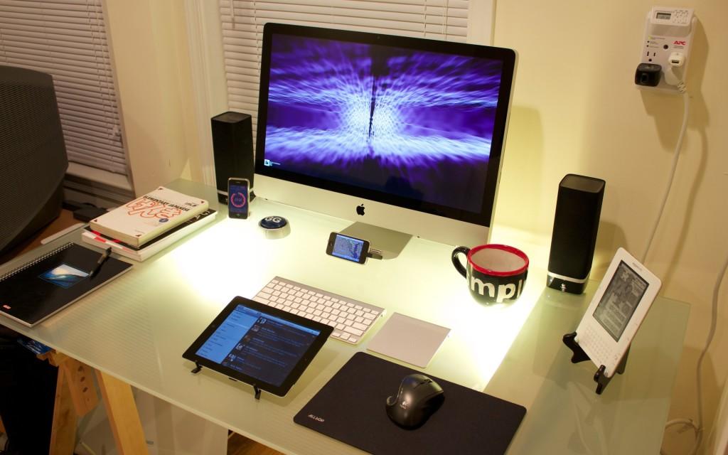 modern-apple-computer-desk